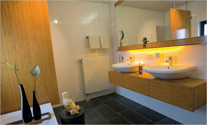 Woning met atelier en werkruimte inrichting door coen van ham - Warme badkamer ...