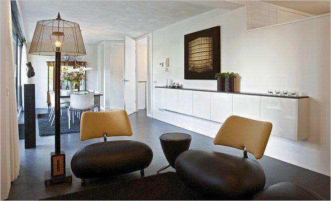 Woning met atelier en werkruimte inrichting door coen van ham - Decoratie woonkamer met open keuken ...