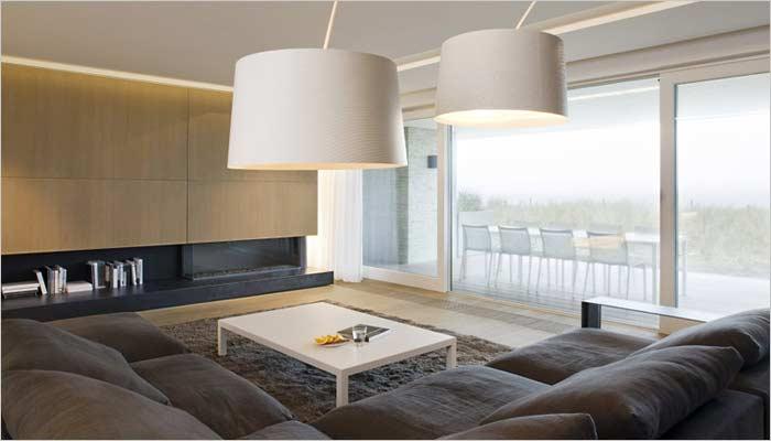 Design appartement inrichting met zicht op zee interieur for Strakke woonkamer inrichting