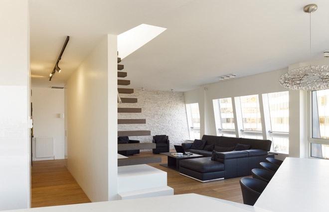 Design penthouse inrichting in antwerpen elft interieur - Deco woonkamer met trap ...