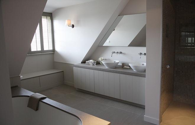 landelijke villa inrichting met een landelijk strak interieur, Badkamer