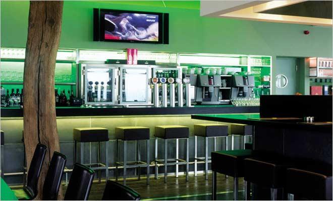 Design hotel inrichting inspiratie hotel de pits - Moderne lounge en voormalig ...
