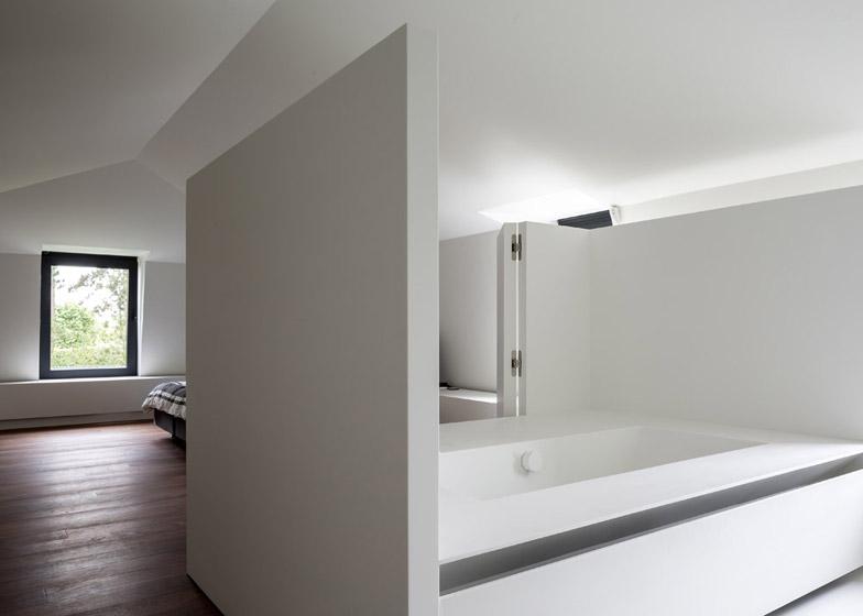 Moderne zolderrenovatie met open badkamer | Binennkijken