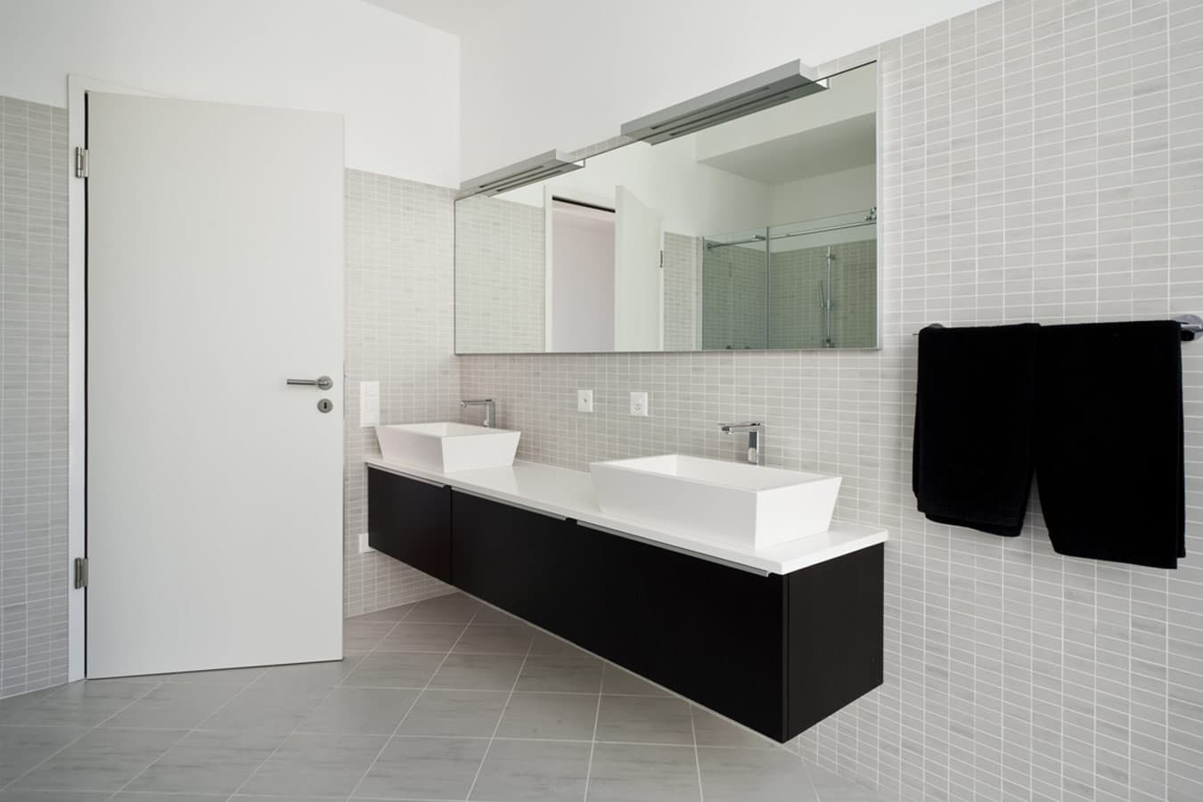 zwart badkamermeubel